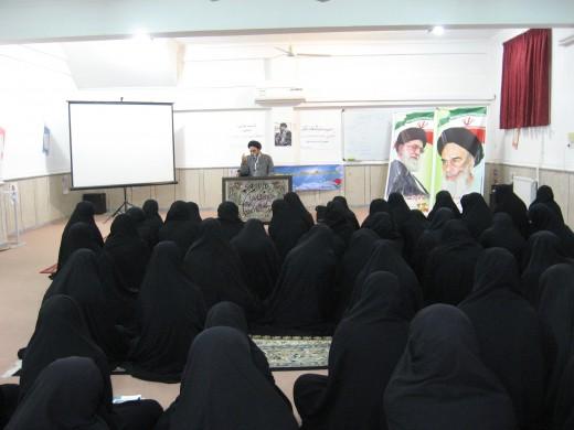 برگزاری نشست سیاسی  فرهنگی در مدرسه علمیه خواهران الزهرا(س) گراش
