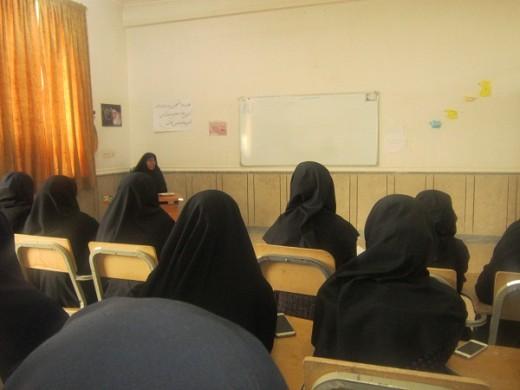 برگزاری نشست اخلاقی به مناسبت هفته وحدت حوزه و دانشگاه در مدرسه علمیه خواهران الزهراء(س) گراش.