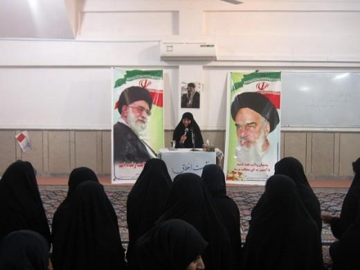 برگزاری نشست اخلاقی با موضوع معارف فاطمی در مدرسه علمیه خواهران الزهرا(س) گراش