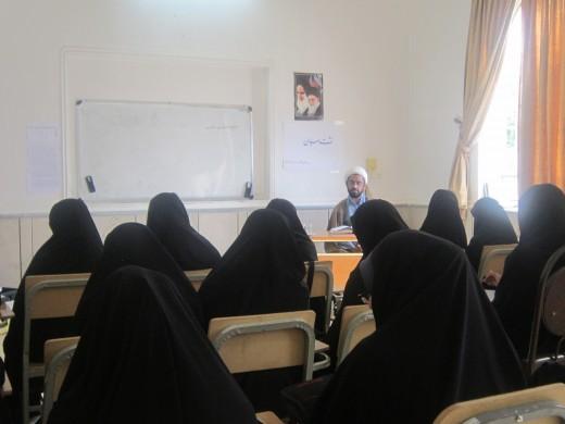 نشست سیاسی با موضوع اقتصاد مقاومتی در مدرسه علمیه خواهران الزهرا علیها السلام گراش