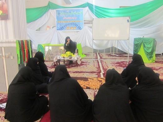 کلاسهای دُرّ و صدف با موضوع آفات همرنگی در مدرسه علمیه خواهران الزهرا(س) شهرستان گراش