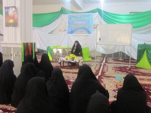 کلاس دُرّ و صدف با موضوع جایگاه حیا در آموزههای اسلامی در مدرسه علمیه خواهران الزهرا(س) شهرستان گراش