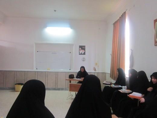 نشست بهداشت با موضوع خود مراقبتی در مدرسه علمیه الزهرا(س) گراش